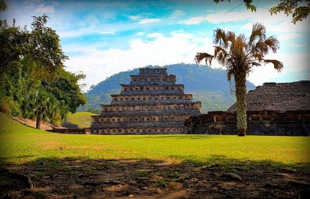 Piramida majów w Meksyku