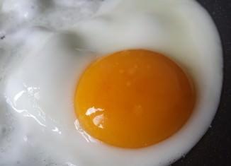 smażone jajko
