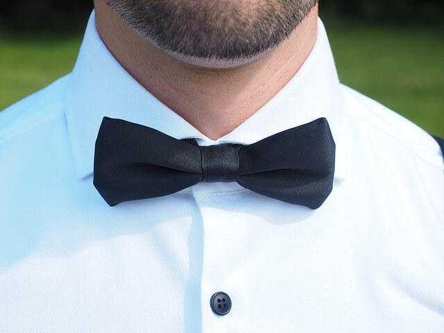 Mucha zamiast krawatu