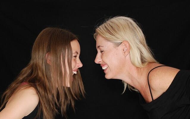 Dwie śmiejące się kobiety