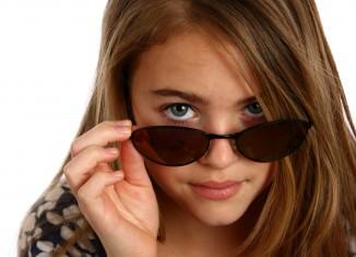 dziewczyna w okularach