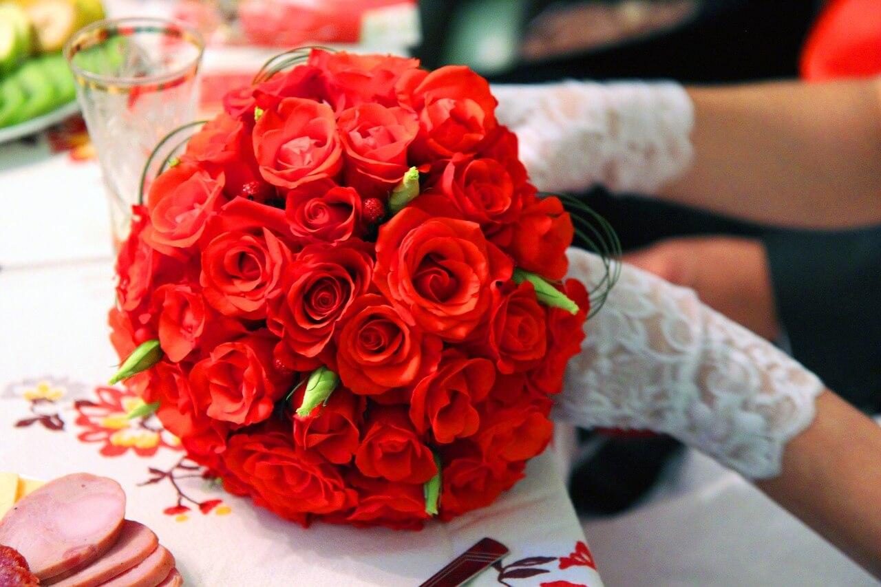 Polskie zwyczaje ślubne – czyli czego nie może zabraknąć na ślubie