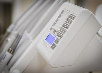 specjalistyczne urządzenia u implantologa