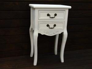 biała szafka stolik nocny w stylu vintage