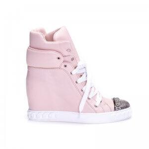 Różowe sneakersy ze zdobieniem