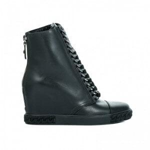 Czarne, skórzane sneakersy z łańcuchem