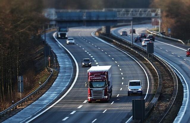 Jak konkurują ze sobą największe firmy transportowe na świecie?