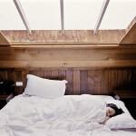 dziewczyna-lozko-sen-posciel-poduszka