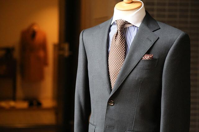 Jaki garnitur wybrać na ślub? Jak dobrze wyglądać na ślubie?