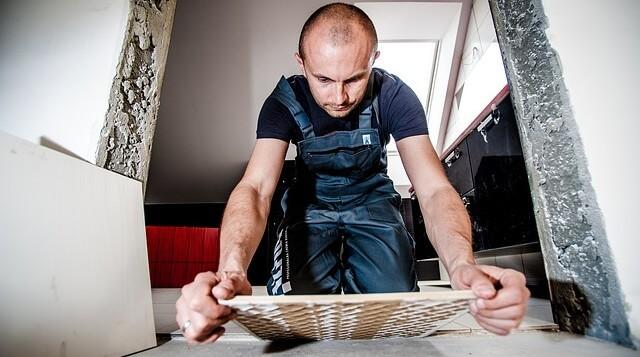 Kładzenie płytek remont