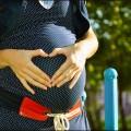Kobieta z brzuszkiem ciążowym