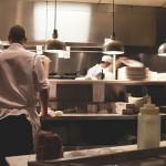 kucharz-kuchnia-wyposazenie-gastronomiczne