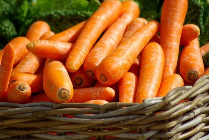 marchewki w koszyku