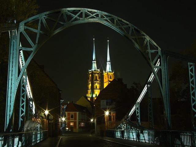 Most Tumski w najstarszej, zabytkowej dzielnicy Wrocławia