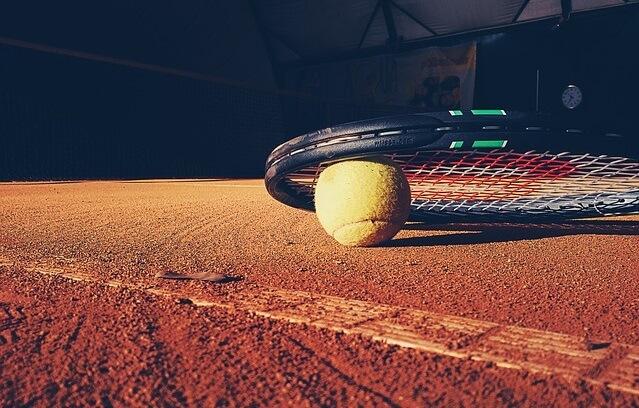 Rakieta tenisowa i piłeczka do tenisa