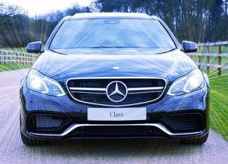 niebieski Mercedes