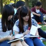 studentki-uczące-się-do-egzaminu