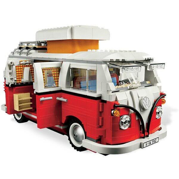 Van zbudowany z klocków konstrukcyjnych LEGO