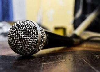 Leżący mikrofon