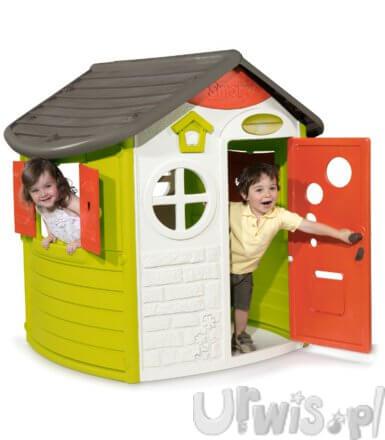 Dzieci bawiące się w domku marki smoby