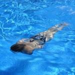 basen-kobieta-plywanie