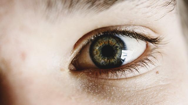 Co na sińce pod oczami? Jak zatuszować podkrążone oczy?