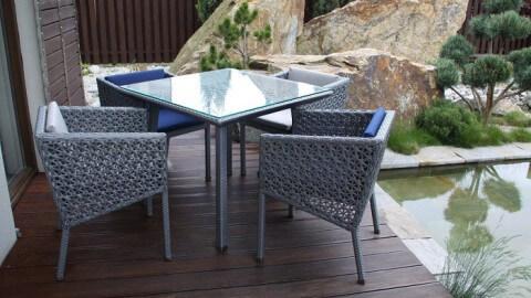 Metalowe meble ogrodowe, stół i krzesła