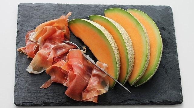 Zdrowe jedzenie owoce i mięso