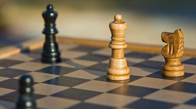 szachownica i pionki