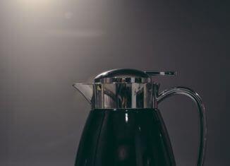Zielony czajnik elektryczny