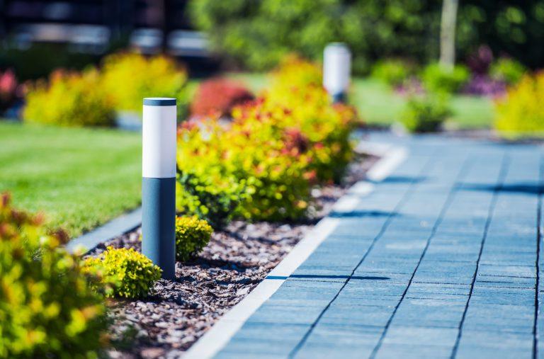Ścieżki ogrodowe – jak zaprojektować i wykonać ścieżkę w ogrodzie?