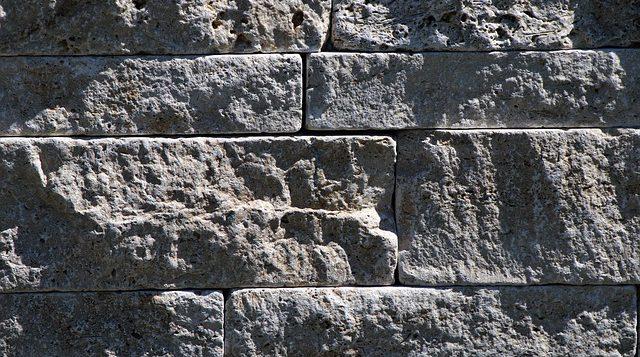 mur z kamienia