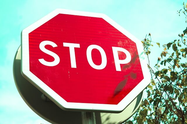 Znak drogowy stop