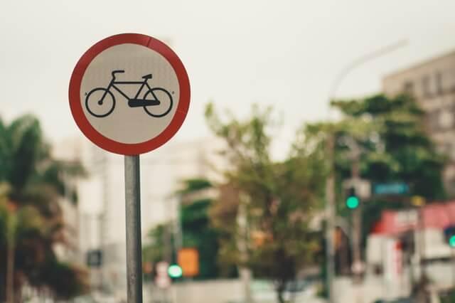 Jak kupić znak drogowy? Czy każdy może kupić znak drogowy?